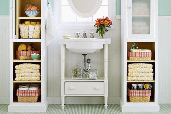 Invierta en gabinetes que permitan una mayor renovación visual, como gabinetes abiertos y gabinetes con cubierta de vidrio.