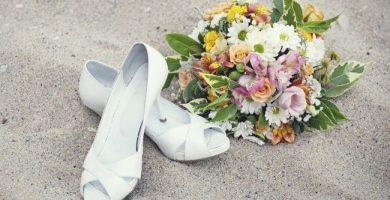 Sandalias de novia para bodas en la playa o en el campo: ¿cómo elegir?