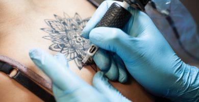 20 ideas creativas para cubrir ese pésimo tatuaje con el nombre de su ex