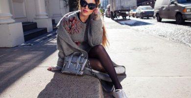 Vístase con zapatillas: descubra cómo llevar esta elegante y cómoda combinación