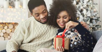 Regalo de Navidad para novio: 40 opciones para sorprender a tu amor