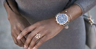 Relojes de mujer: cómo combinar este elegante y funcional accesorio