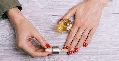 Aceite de oliva en las cutículas: aprende a hacer una crema hidratante casera en tus uñas