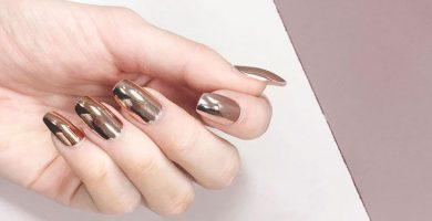 Oro rosa en las uñas: 35 inspiraciones para que inviertas en el color favorito del momento
