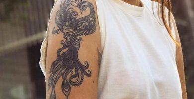 Fuerza y renacimiento: inspírate con estos 55 tatuajes femeninos de fénix