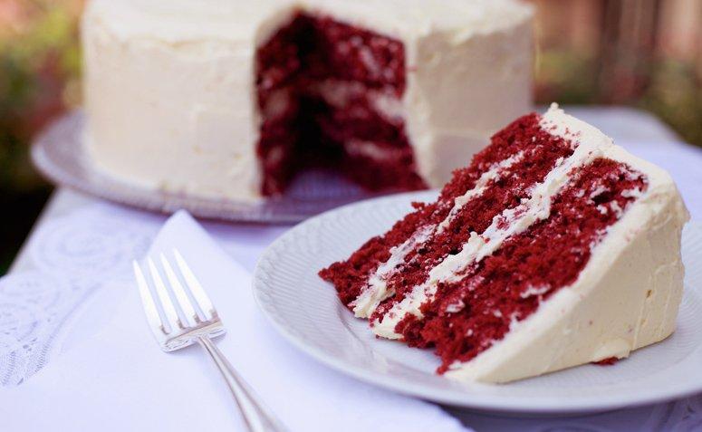 23 recetas de pastel de terciopelo rojo que son tan deliciosas como hermosas